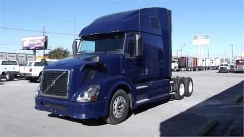 Pre-Owned 2013 VOLVO VNL64T670  6x4