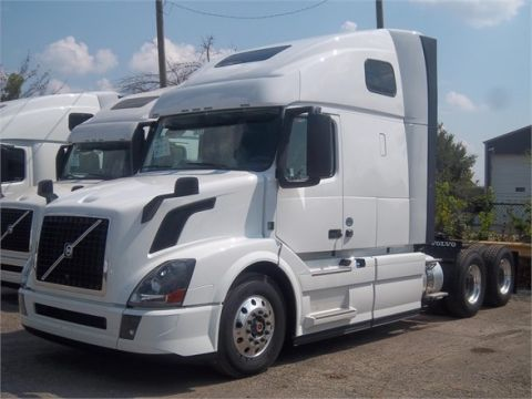 New 2016 VOLVO VNL64T670