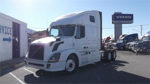 Pre-Owned 2011 VOLVO VNL64T670  6x4