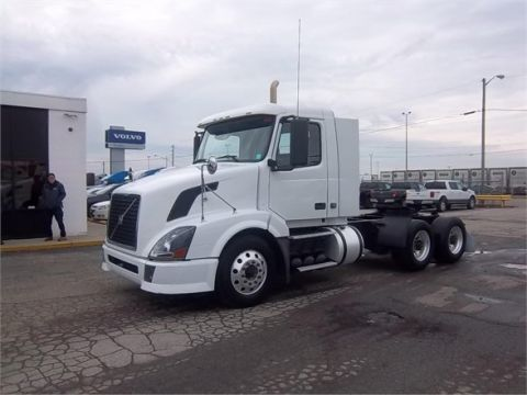 Pre-Owned 2010 VOLVO VNL64T300  6x4
