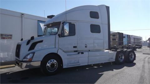 Pre-Owned 2013 VOLVO VNL64T780  6x4
